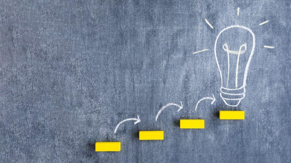 lâmpada. inovação. ideias. inova simples. empresa simples de inovação.
